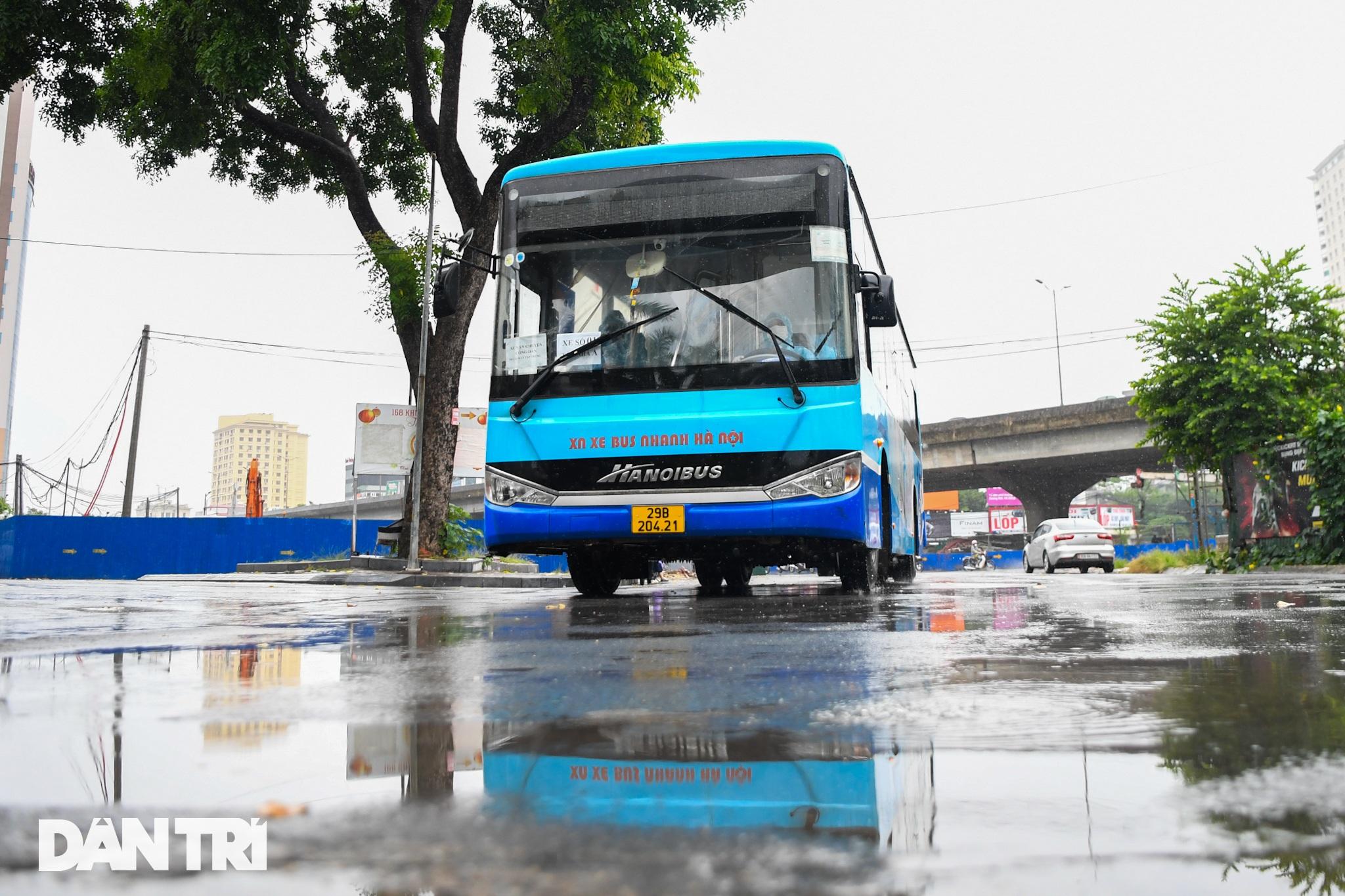 Đón 85 công dân phường Thanh Xuân Trung trở về nhà sau hơn 20 ngày cách ly - 1