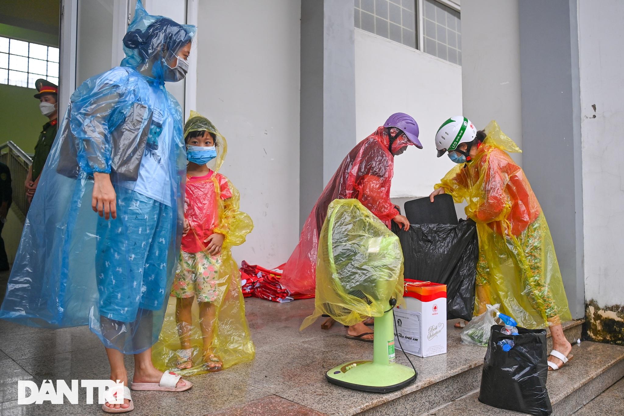 Đón 85 công dân phường Thanh Xuân Trung trở về nhà sau hơn 20 ngày cách ly - 10