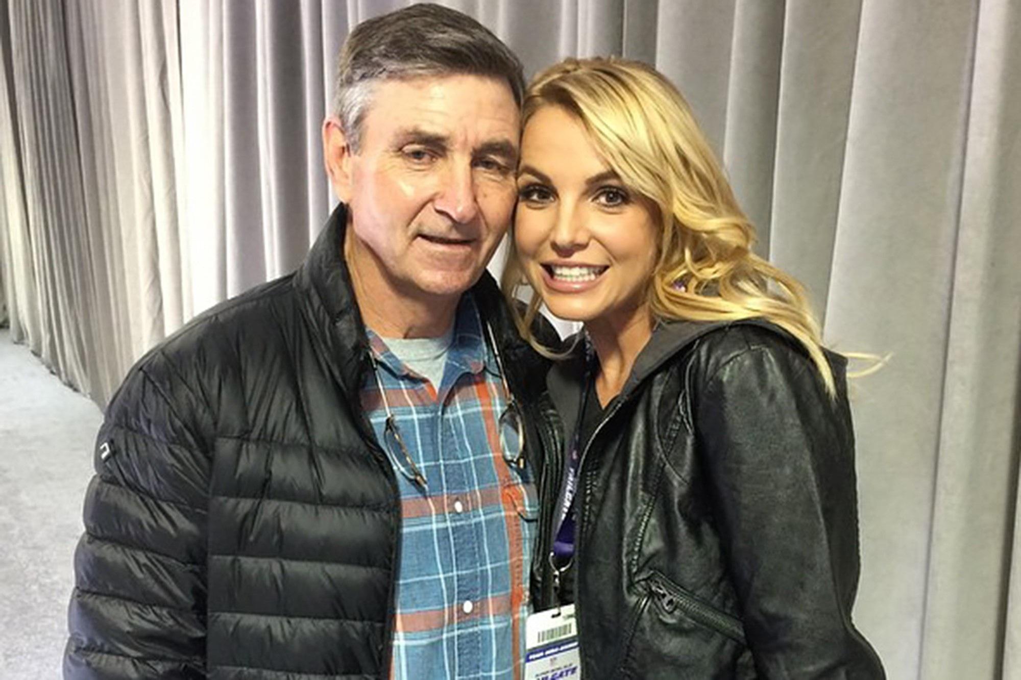 Britney Spears liên tục đăng ảnh khỏa thân khiến các fan lo lắng - 11