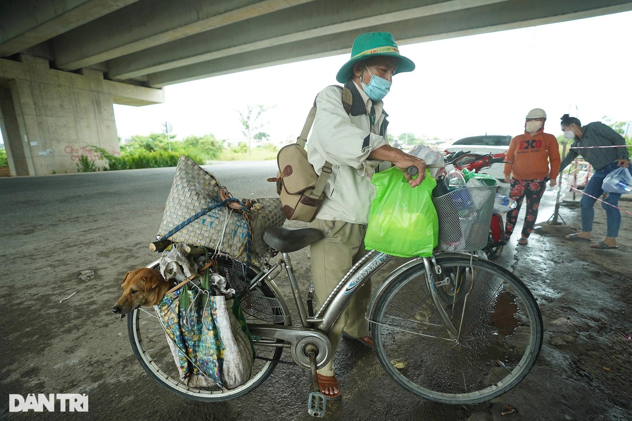 Rưng rưng cảnh lão Hạc đạp xe chở cậu  Vàng từ TPHCM về quê Bến Tre - 5