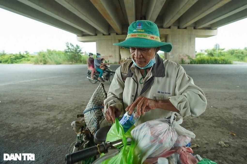 Rưng rưng cảnh lão Hạc đạp xe chở cậu  Vàng từ TPHCM về quê Bến Tre - 2