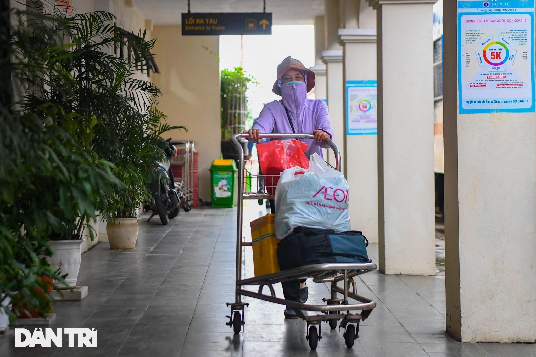 Hà Nội đón chuyến tàu khách đầu tiên đến từ Hải Phòng sau giãn cách - 15