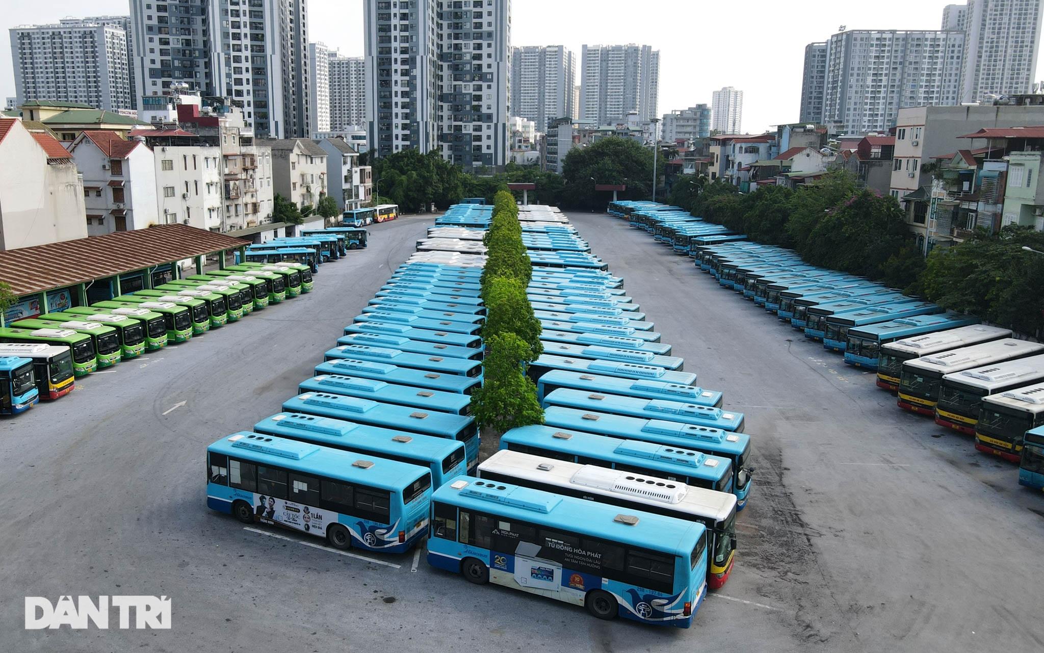 Toàn cảnh các bãi tập kết xe buýt Hà Nội trước ngày dỡ chiếu - 9