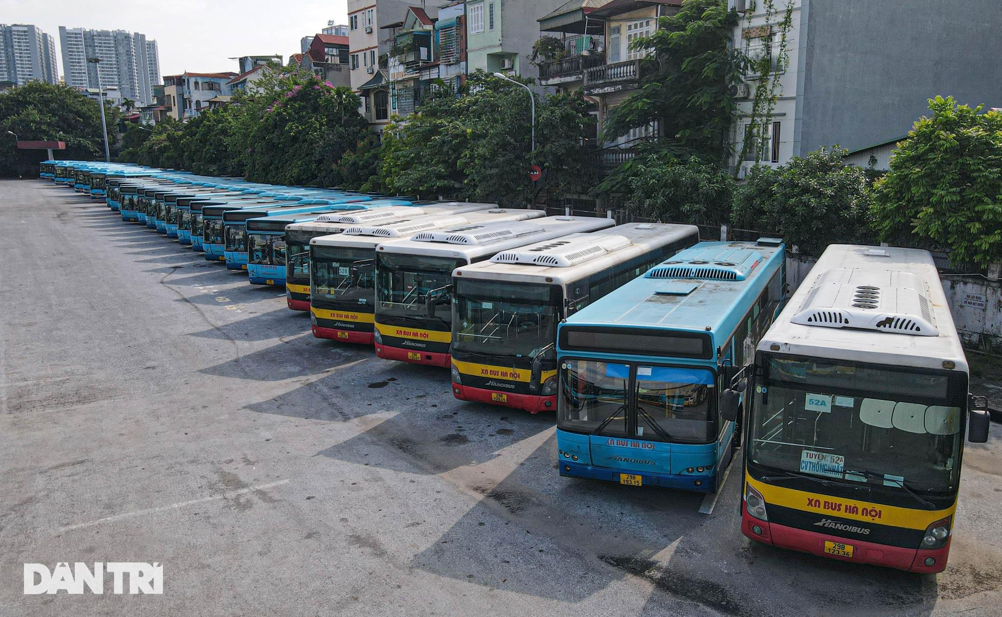 Toàn cảnh các bãi tập kết xe buýt Hà Nội trước ngày dỡ chiếu - 1