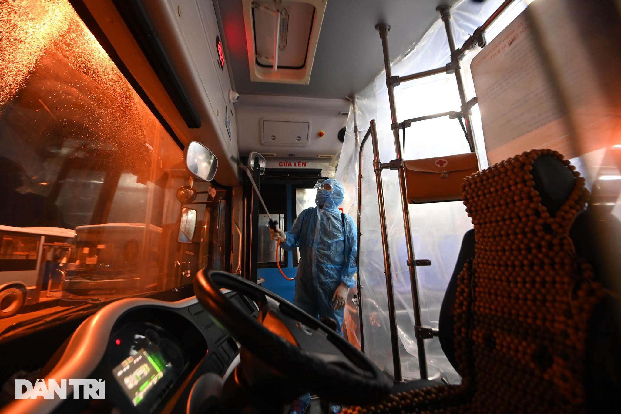 Toàn cảnh các bãi tập kết xe buýt Hà Nội trước ngày dỡ chiếu - 13