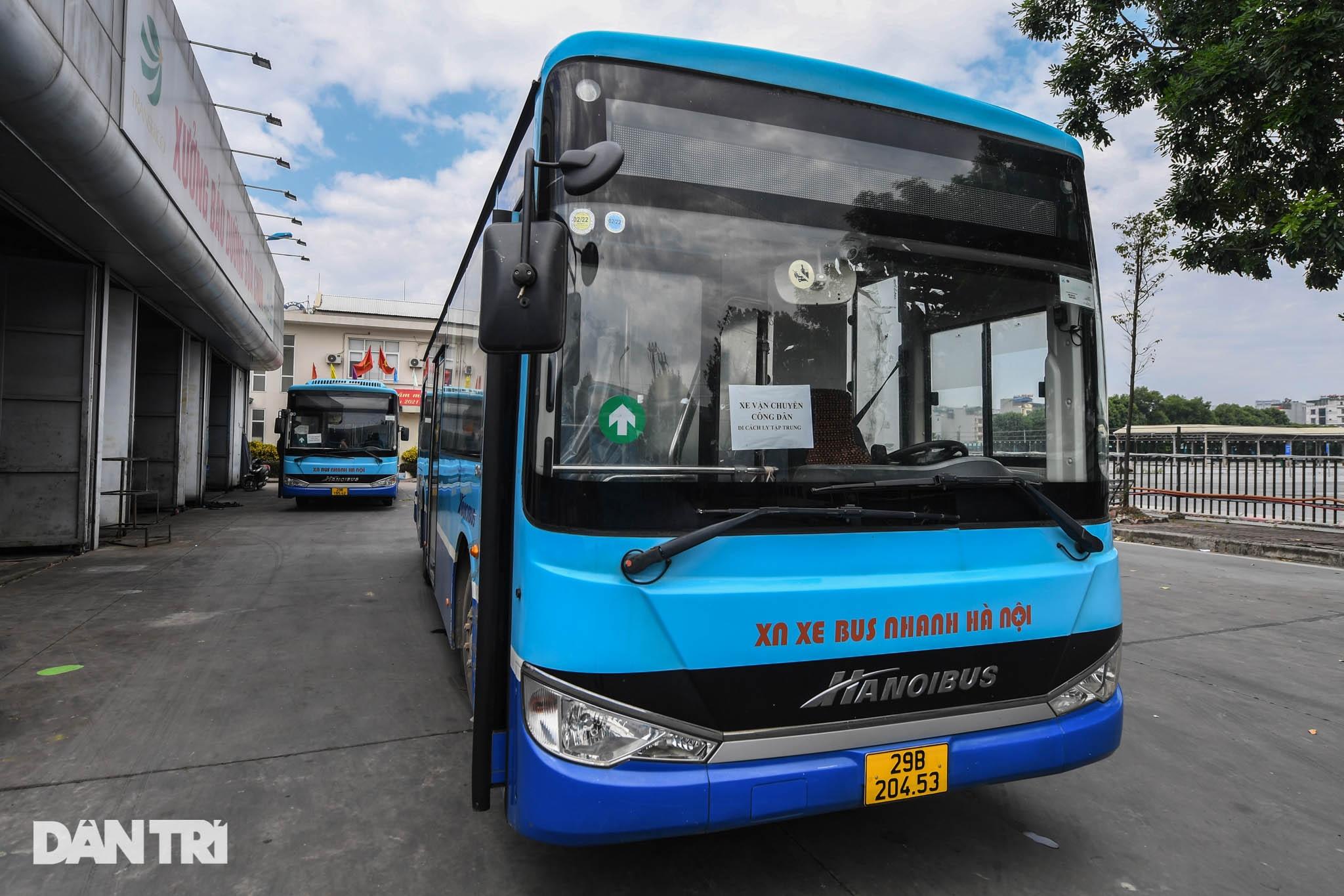 Toàn cảnh các bãi tập kết xe buýt Hà Nội trước ngày dỡ chiếu - 16