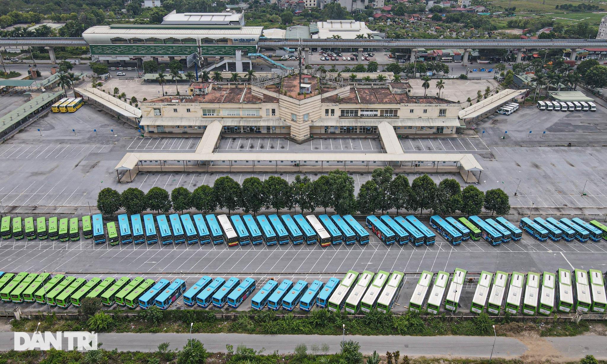 Toàn cảnh các bãi tập kết xe buýt Hà Nội trước ngày dỡ chiếu - 2