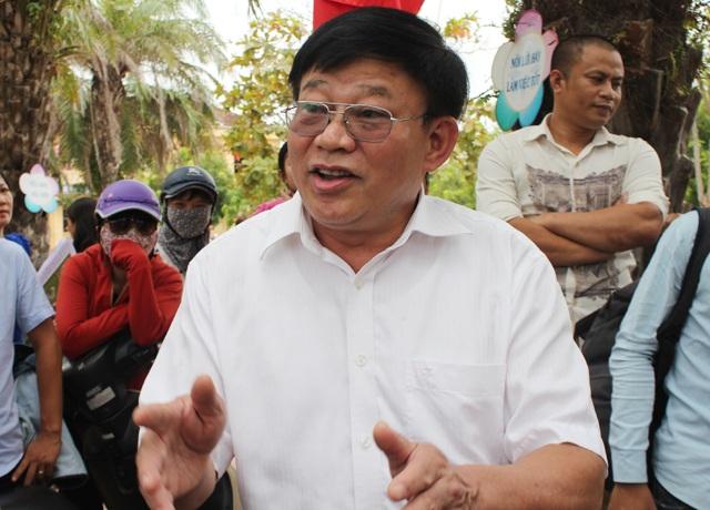 Ông Thái Huy Vinh - Phó GĐ Sở GD-ĐT Nghệ An: Đuổi học các em thì quá dễ nhưng chưa phải là giải pháp tốt. Mục tiêu của giáo dục là dạy các em cách làm người, giúp các em sửa chữa những sai lầm của mình.
