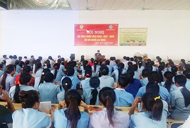 BHXH Nghệ An phối hợp với LĐLĐ Nghệ An đối thoại chính sách bảo hiểm với người lao động Công ty TNHH Haivina Kim Liên.