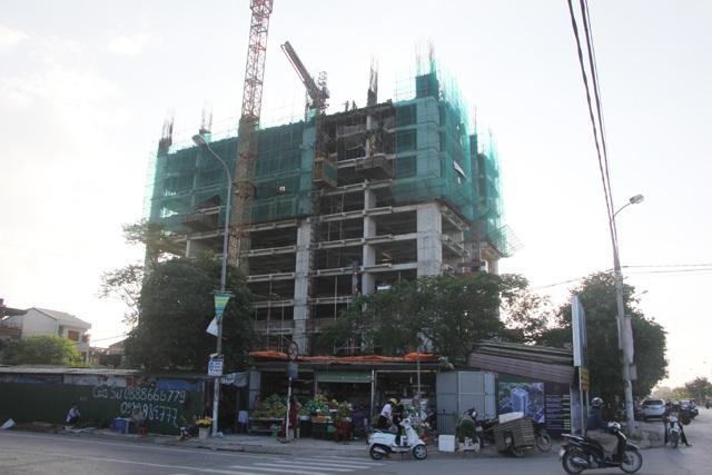 Dự án xây dựng nhà ở thương mại của Tập đoàn Bảo Sơn mà Dân trí đã có dịp phản ánh nằm trong danh sách 17 dự án vừa bị đình chỉ thi công do có cần trục tháp vi phạm Chỉ thị 18 của UBND tỉnh Nghệ An.