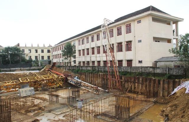 Tại thời điểm xảy ra vụ việc, công trình chưa được cấp giấy phép xây dựng nhưng đã triển khai thi công phần móng.