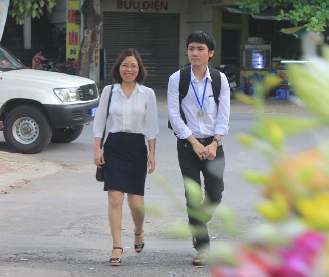 Với các em học sinh, cô Thơ An vừa là người thầy, vừa là người mẹ, người chị, người bạn để các em có thể chia sẻ, tâm sự và tìm những lời khuyên cho những vấn đề của bản thân.