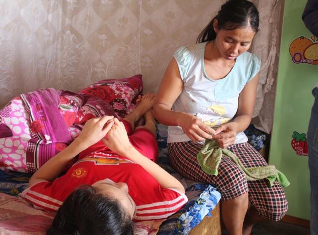 Số tiền kết chuyển qua Quỹ Nhân ái của Báo Dân trí cùng với sự giúp đỡ của các tấm lòng hảo tâm được chuyển qua bưu điện, vợ chồng anh Ngọc không phải bán trâu để chữa bệnh cho con.