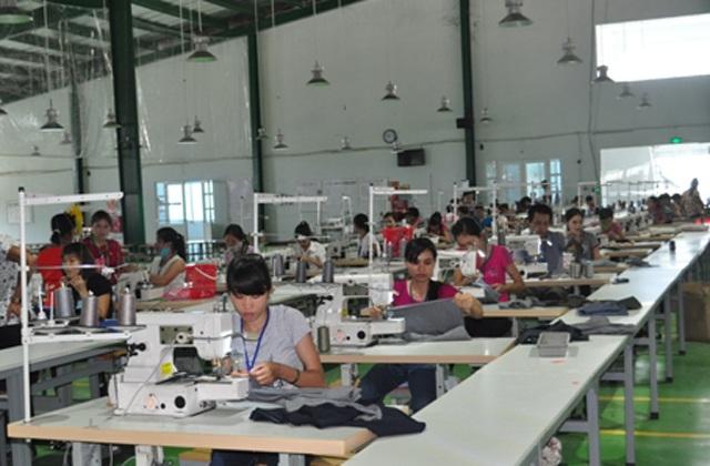 Công nhân làm việc tại Công ty CP May xuất khẩu Venture Nghệ An (ảnh nghean.gov.vn)