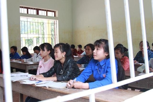 Đến giữa tháng 12, việc dạy bù gần 1.000 tiết học bị chậm do lũ quét đã hoàn thành, thầy trò Trường THCS Yên Tĩnh đã đuổi kịp chương trình chung của Bộ GD-ĐT.