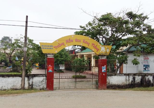 Khu vực trước cổng Trường Mầm non Hưng Thắng nơi cháu Nguyễn Thị N.A bị giữ lại.