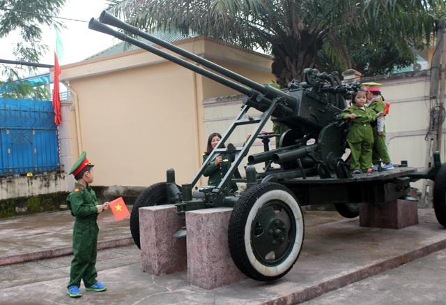 Háo hức học lịch sử ở Bảo tàng Quân đội - 4
