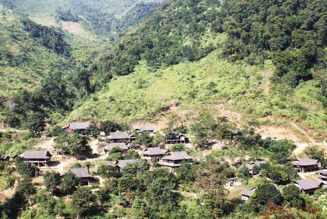 Các bản làng vùng biên xứ Nghệ đang từng ngày khởi sắc, thay da đổi thịt.