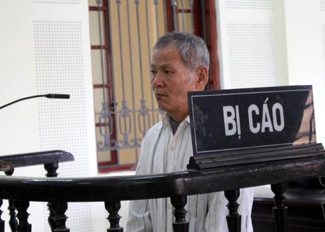 Bị cáo Nguyễn Văn Đào trước vành móng ngựa.