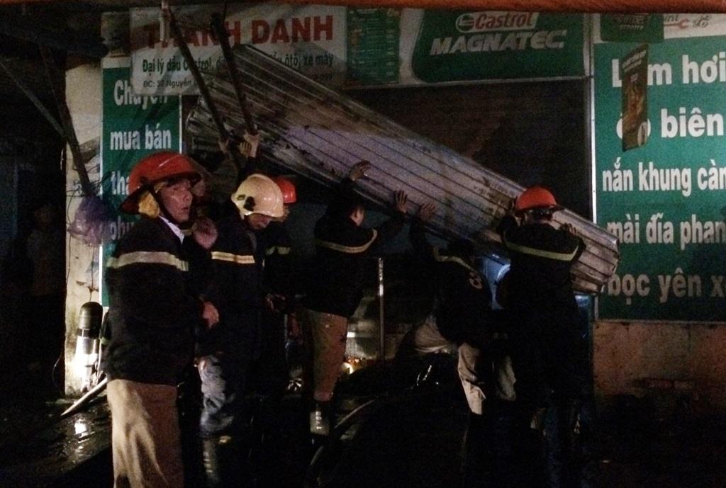Đám cháy không gây thiệt hại về người và không bị lây lan sang khu tập thể phía sau cũng như Chi nhánh lưới điện cao thể Nghệ An và Cửa hàng xăng dầu Trung Đô ngay sát bên cạnh.