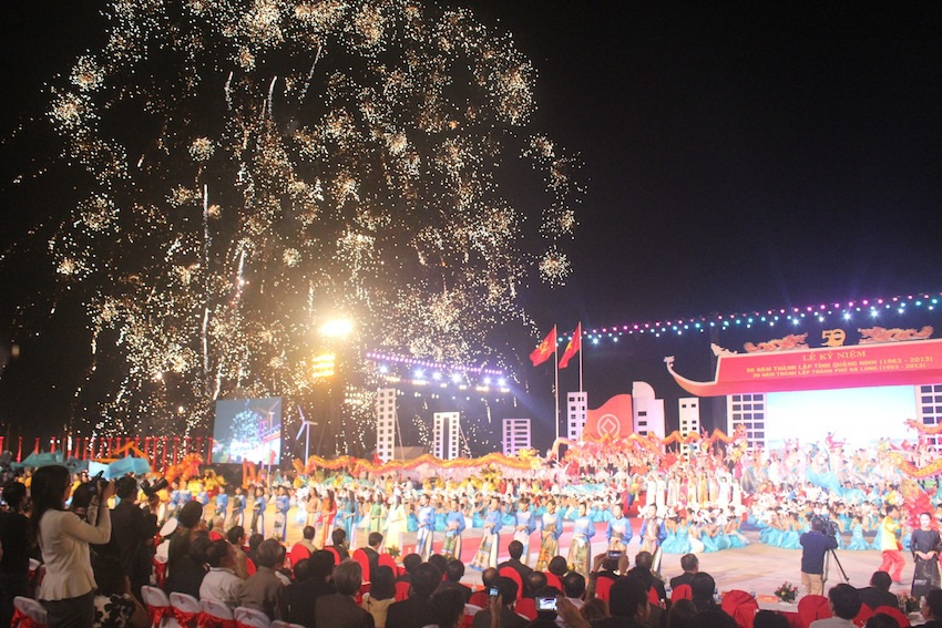 Lễ kỷ niệm đã diễn ra rất hoành tráng với các màn pháo hoa và nhiều đoàn nghệ thuật tham dự.