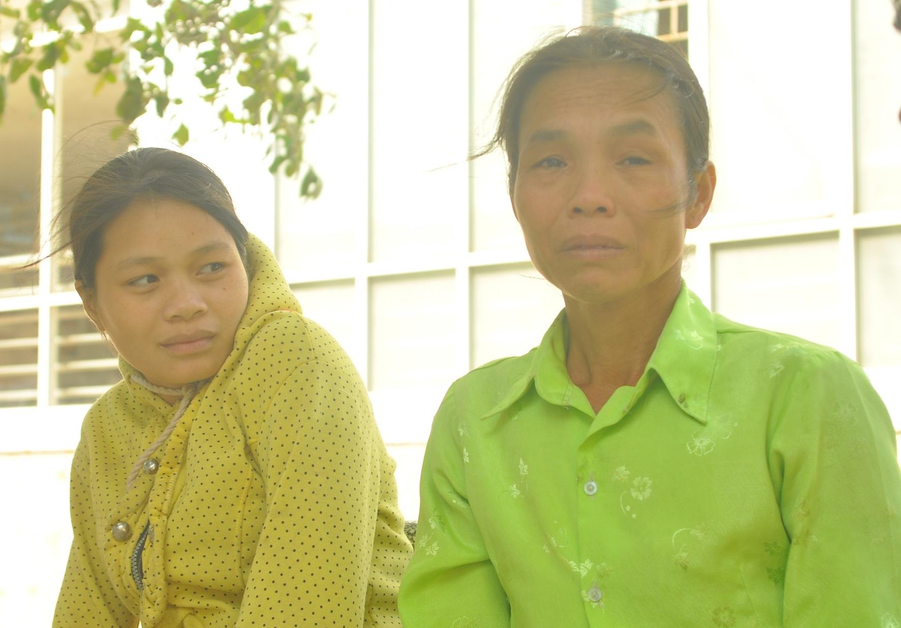 Bà Bùi Thị Tuyết - người nhà nạn nhân vụ nổ khí mê tan - bàng hoàng khi kể lại vụ tai nạn