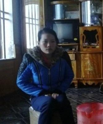Chị Lưu Thị Thảo đau buồn trước sự ra đi bất ngờ của con trai sau mũi tiêm