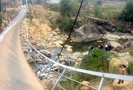 Tỉnh Lai Châu đã chỉ đạo việc tháo dỡ cây cầu bị lật để kiểm tra và bảo quản