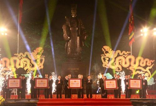 Lễ đón nhận Bằng Di tích Quốc gia đặc biệt dành cho Đền Gióng, Gia Lâm - Hà Nội. (Ảnh CTV)