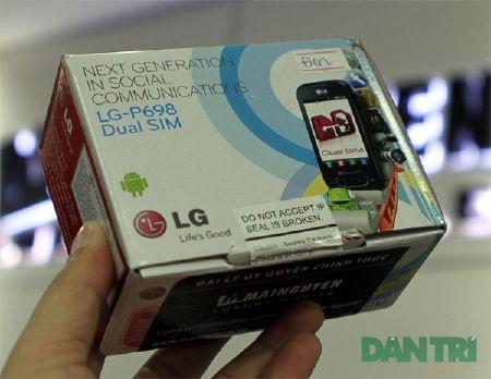 Đập hộp smartphone Android 2 SIM 2 sóng đầu tiên - 2
