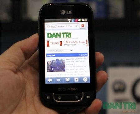 Đập hộp smartphone Android 2 SIM 2 sóng đầu tiên - 1