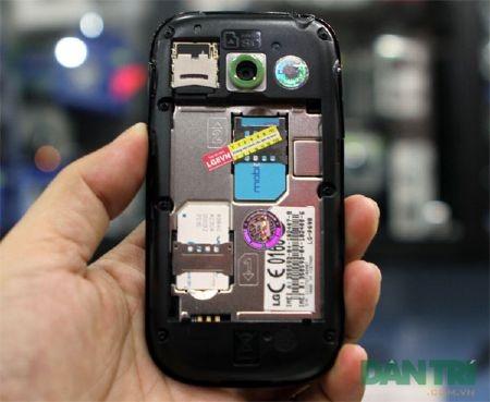 Đập hộp smartphone Android 2 SIM 2 sóng đầu tiên - 10