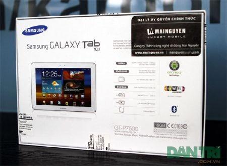 """Đập hộp Galaxy Tab 10.1 """"độc"""" tại Việt Nam - 2"""