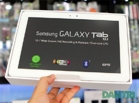 """Đập hộp Galaxy Tab 10.1 """"độc"""" tại Việt Nam - 3"""