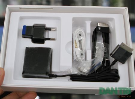 Đập hộp Galaxy Tab 7.7 chính hãng giá 15,5 triệu đồng - 4