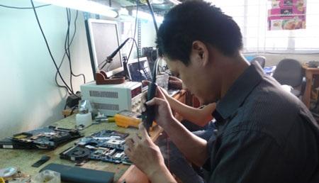 Hình ảnh kỹ thuật viên Sửa chữa Laptop tại TLD