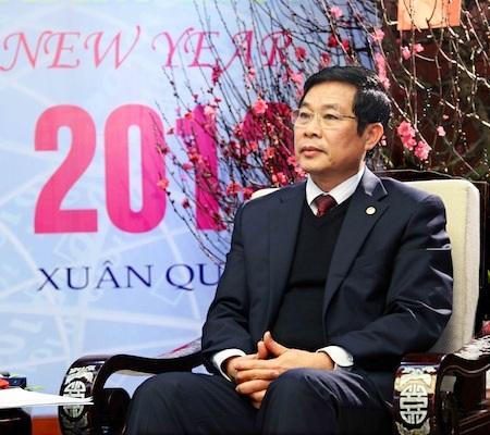 Bộ trưởng Nguyễn Bắc Son trả lời phỏng vấn báo chí.