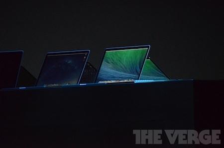 Trên sân khấu đã có sự xuất hiện của một vài máy tính MacBook của Apple.