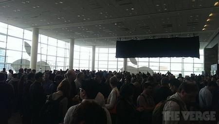 Rất nhiều khách tham dự WWDC 2013 đến từ sớm để tìm một chỗ ngồi lý tưởng