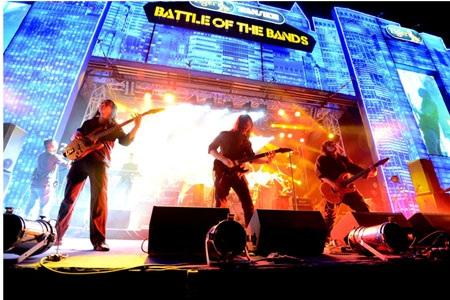 Sân khấu đêm nhạc quốc tế Tiger Translate 2013 trở thành một khán đài nhạc Rock hoành tráng