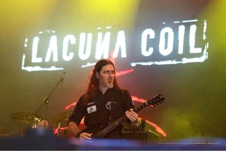 Sự xuất hiện Lacuna Coil đã thổi bừng ngọn lửa đam mê của các rock fans Sài thành