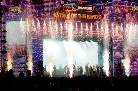 Đêm đại tiệc nhạc rock khép lại với nhiều cảm xúc tiếc nuối và hào hứng đan xem của khán giả