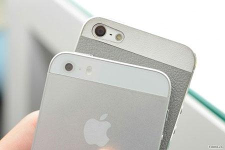 Phần khác duy nhất giữa iPhone 5S và iPhone 5 là cụm camera ở phía sau máy. (Ảnh: Tinhte)