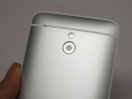 Camera sử dụng công nghệ UltraPixel 4megapixel