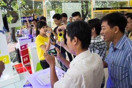 Rất nhiều người hào hứng tham gia thử nghiệm Lumia 1020