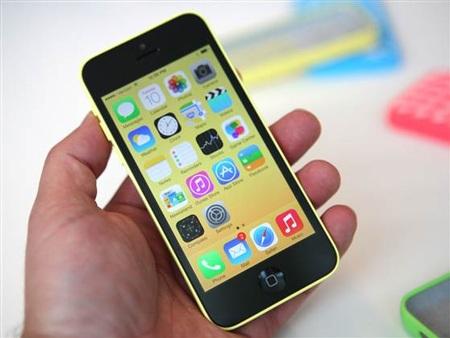 iPhone 5C vỏ nhựa và có nhiều màu sắc khác nhau.