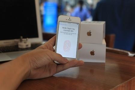 Cảm biến nhận diện vân tay ở nút Home là tính năng đặc biệt nhất trên iPhone 5S.