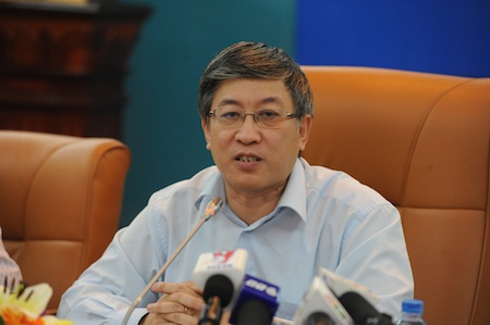 Thứ trưởng Lê Nam Thắng trả lời phỏng vấn báo chí về việc các nhà mạng lớn tăng cước 3G.
