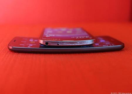 Galaxy Round (trên) và LG G Flex mở ra một trào lưu mới của di động.
