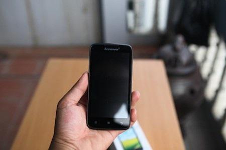 Lenovo A516: smartphone 2 sim màn hình lớn